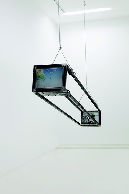 A Sculpture of the Earth, 2015, Installation | 2 sets of computers, monitors, steel frame, 250(L) x 38.5(W) x 31.5(H) cm